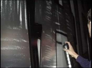somnul poliţiei naşte graffiti